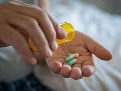 معاون وزیر صنعت:                                 ۹۷ درصد داروی مورد نیاز در داخل تولید میشود
