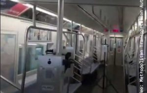 پاکسازی متروی نیویورک از ویروس کرونا با اشعه فرابنفش +فیلم