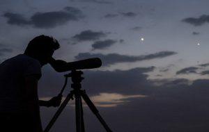 نظر رهبر انقلاب درباره اختلاف با مراجع تقلید در موضوع رویت هلال ماه