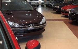قیمت خودرو 30 درصد کاهش یافته است.