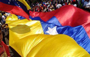 (تولید نفت ونزوئلا به 300 هزار بشکه در روز کاهش یافت