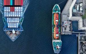 (هرج و مرج در کشتیرانی موجب افزایش قیمت ها، و به تعویق افتادن تحویل دهی بار ها شده است