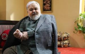 (اکبر عبدی به علت کرونا در بیمارستان بستری شد