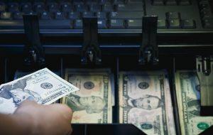 آیا معاملهگران ارز نسبت به برجام بدبیناند؟/اثر افزایش صادرات نفت بر دلار